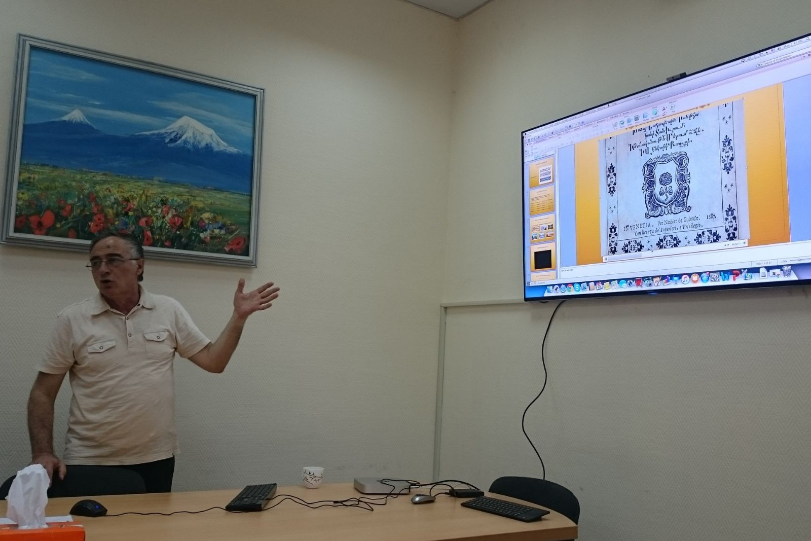 Merujan Karapetyan is presenting digilib.am to the participants of Armenian Studies summer school 2016