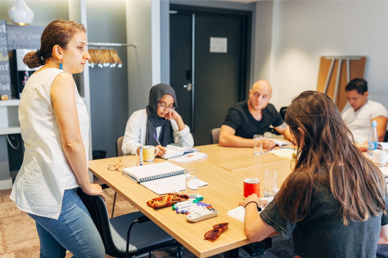 Ani Beyt-Movsess teaches Persian to a group of international students